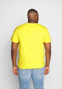 Pier One - Basic T-shirt - yellow - 2