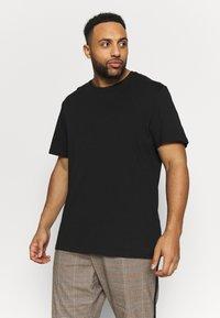 Pier One - 2 PACK - Basic T-shirt -  black - 1