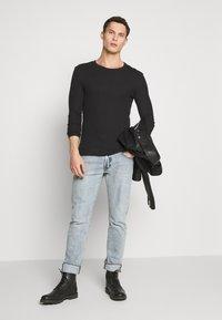 Pier One - T-shirt à manches longues - black - 1
