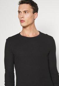 Pier One - T-shirt à manches longues - black - 4