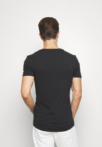 Pier One - Basic T-shirt - black - 2