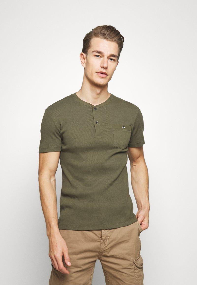 Pier One - Jednoduché triko - olive
