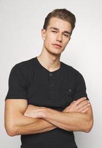 Pier One - Basic T-shirt - black - 3