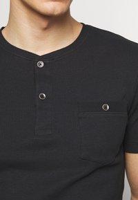 Pier One - Basic T-shirt - black - 5