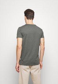 Pier One - T-Shirt basic - mottled olive - 2