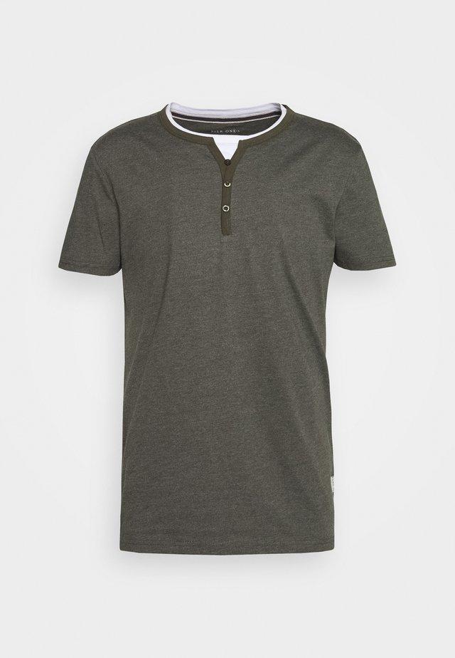 T-Shirt basic - mottled olive