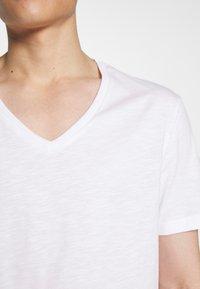Pier One - Jednoduché triko - white - 5