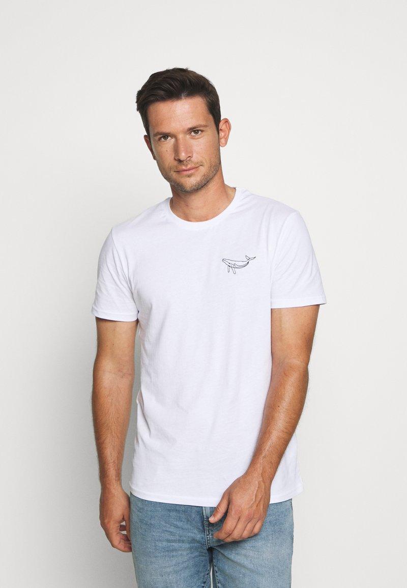 Pier One - WHALE TEE - Print T-shirt - white