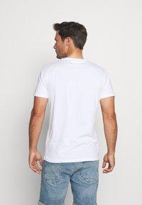 Pier One - WHALE TEE - Print T-shirt - white - 2