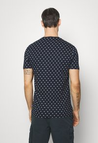 Pier One - 3 PACK - T-shirts print - white/dark blue/red - 3