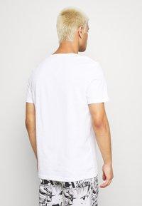 Pier One - 2 PACK  - Jednoduché triko - white - 3