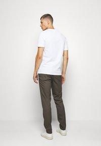 Pier One - 2 PACK - T-shirt basic - white - 2