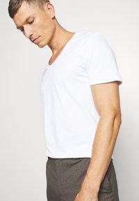 Pier One - 2 PACK - T-shirt basic - white - 4