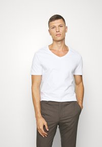 Pier One - 2 PACK - T-shirt basic - white - 1