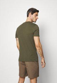 Pier One - T-shirt print - oliv - 2