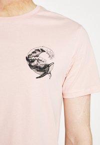 Pier One - Print T-shirt - pink - 5