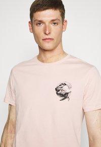 Pier One - Print T-shirt - pink - 3