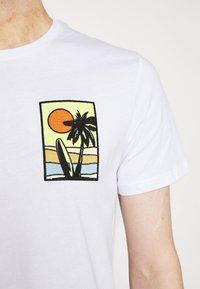 Pier One - T-shirt z nadrukiem - white - 5