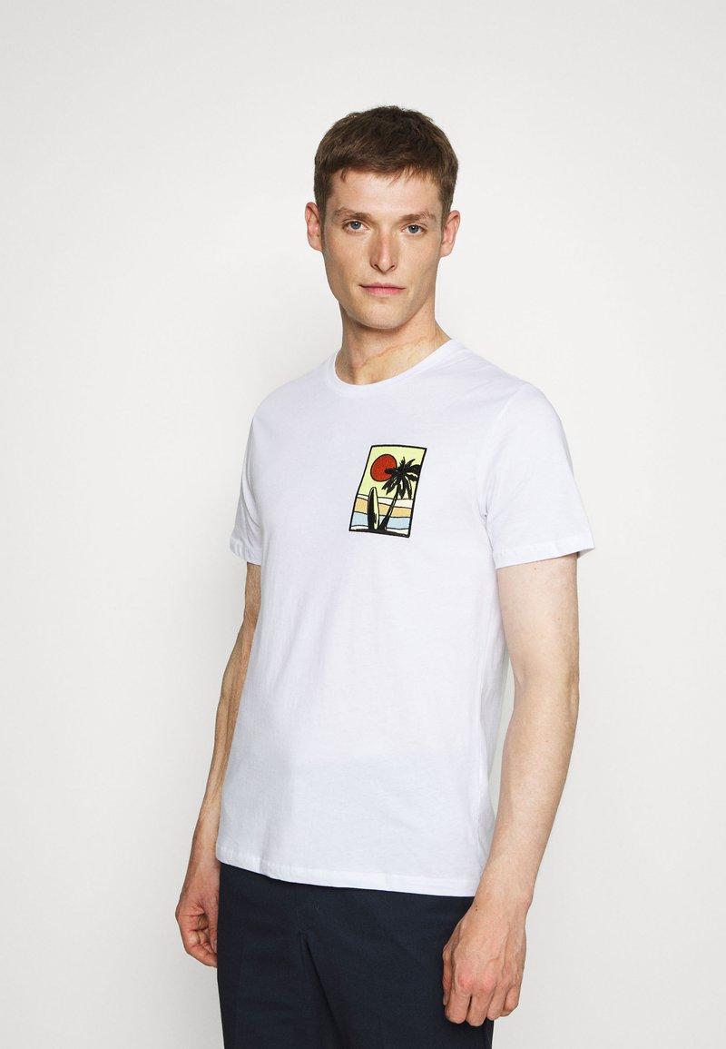 Pier One - T-shirt z nadrukiem - white