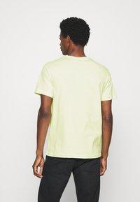 Pier One - T-shirt z nadrukiem - green - 2