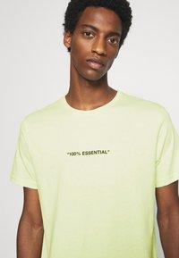 Pier One - T-shirt z nadrukiem - green - 4