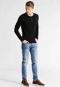 Pier One - Camiseta de manga larga - black - 1