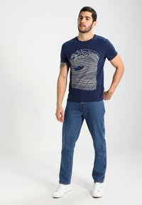 Pier One - T-shirt z nadrukiem - dark blue/white - 1