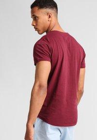 Pier One - T-Shirt basic - bordeaux - 2