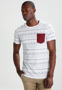 Pier One - T-shirt con stampa - white - 0