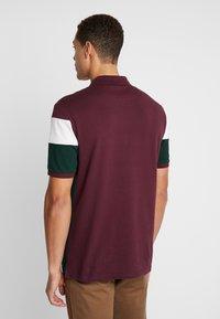 Pier One - Koszulka polo - bordeaux/dark green - 2