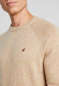Pier One - Stickad tröja - camel - 5