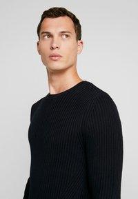 Pier One - Stickad tröja - black - 3