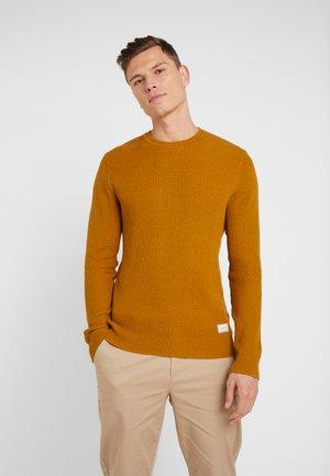 Stickad tröja - mustard