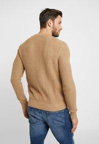 Pier One - Stickad tröja - camel - 2