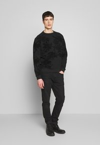 Pier One - TONAL DARK FLORAL  - Sweatshirt - black - 1