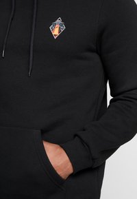 Pier One - ALIEN SWEAT HOODIE - Hoodie - black - 4