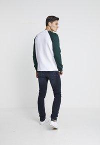 Pier One - Sweatshirt - white/dark green - 2