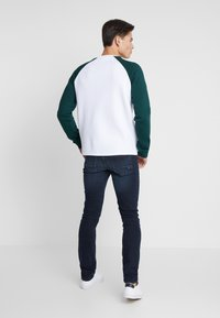 Pier One - Sweatshirt - white/dark green - 3