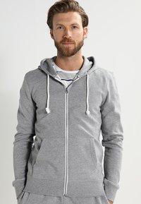 Pier One - Zip-up hoodie - grey melange - 0