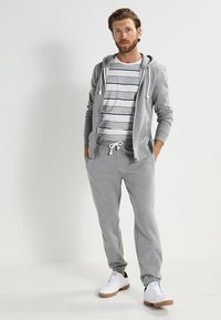 Pier One - Zip-up hoodie - grey melange - 1