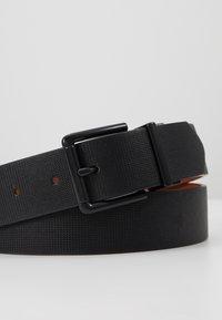 Pier One - Belt - black/cognac - 5