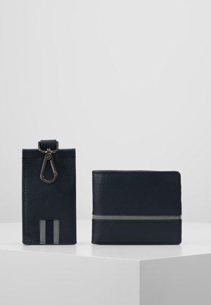 LEATHER - Business card holder - dark blue