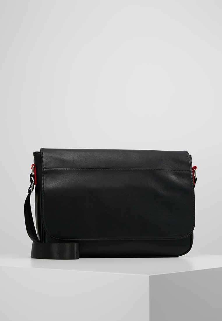 Pier One - Across body bag - black