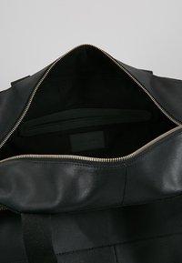 Pier One - LEATHER - Weekendbag - black - 4