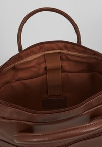 Pier One - Attachetasker - brown - 4