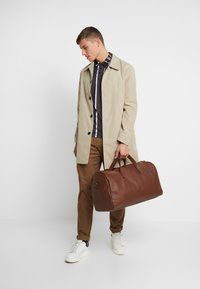 Pier One - Weekend bag - cognac - 1