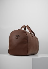 Pier One - Weekend bag - cognac - 3