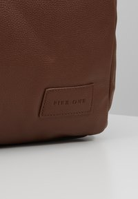 Pier One - Weekend bag - cognac - 6