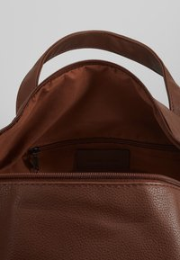 Pier One - Weekend bag - cognac - 4