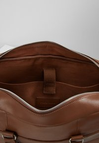 Pier One - LEATHER - Briefcase - brown - 4